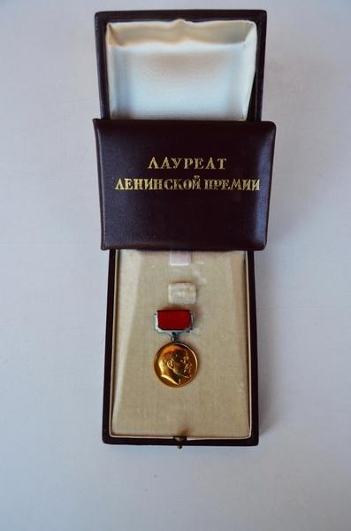 Рашидова хотели лишить всех наград: Почему этого сделать не удалось