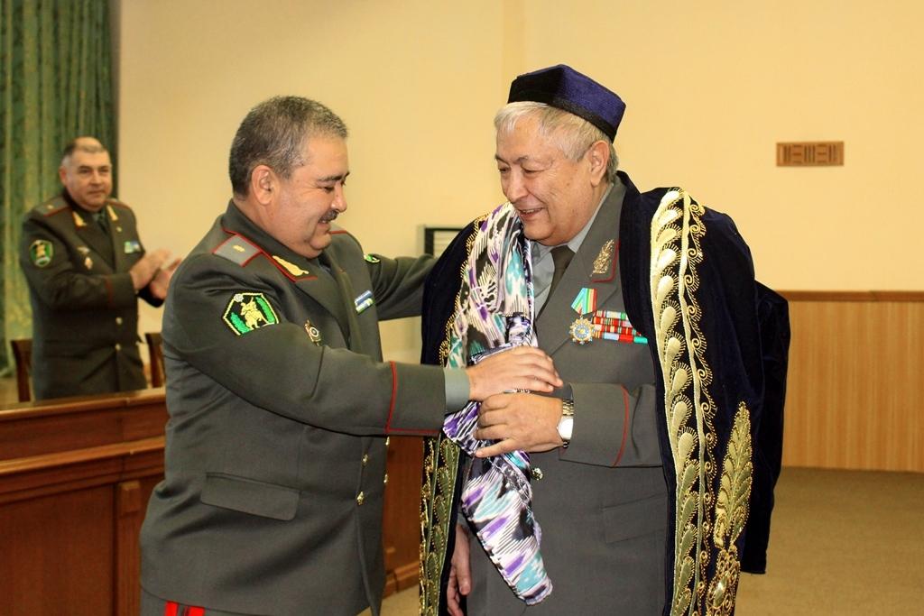 Первому министру обороны независимого Узбекистана исполнилось 75 лет. Шавкат Мирзиёев наградил юбиляра орденом