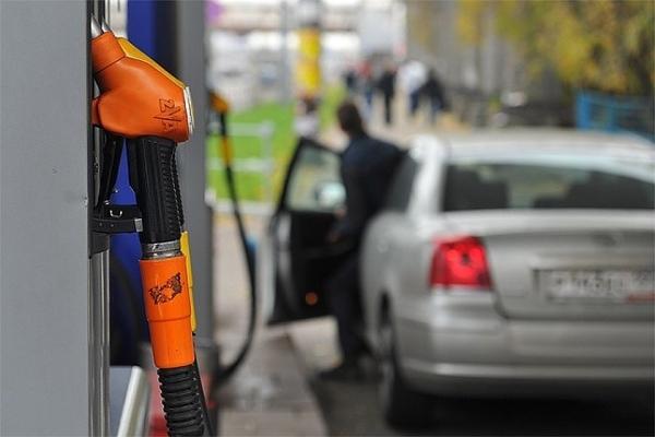 2018 йил 16 ноябрдан кимларга автомобиль бензини сотиб олишга харажатларнинг бир қисми учун ойлик пул компенсацияси тўланади