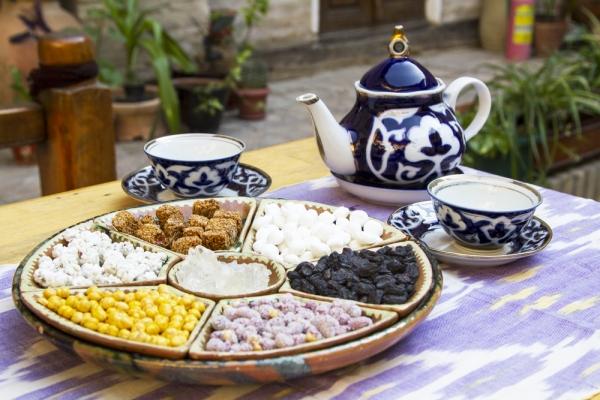 Во всех отелях Узбекистана планируют внедрить стандарт «узбекский завтрак»