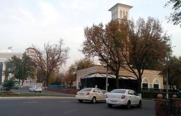 Ташкентцы отстояли куранты. Черную пристройку демонтируют