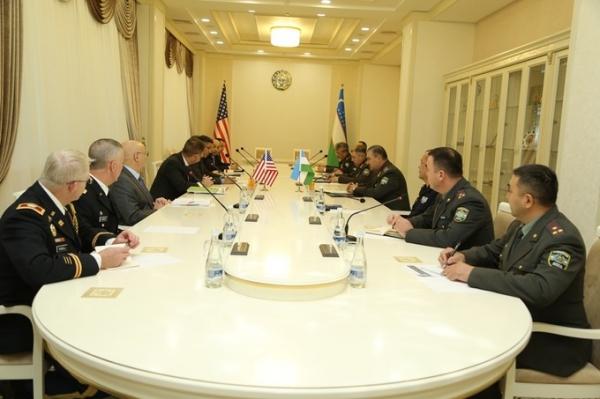 Абдусалом Азизов АҚШ ҳарбий делегациясини қабул қилди
