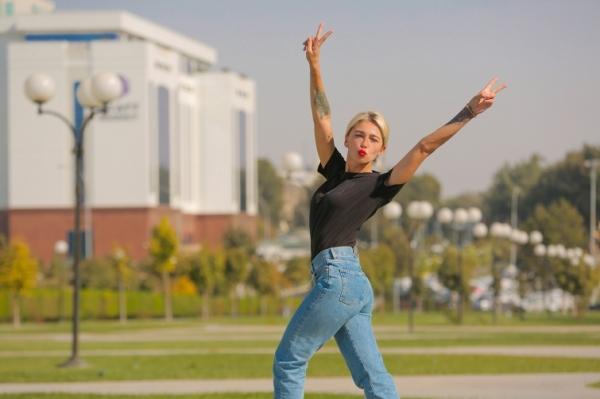 «Потому что нет бумажки»: ведущие передачи «Орел и решка» рассказали, как им запрещали вести съемки в Ташкенте (видео)