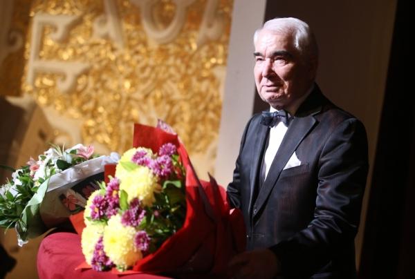 Фирудин  САФАРОВ: «Я живу оперой!»
