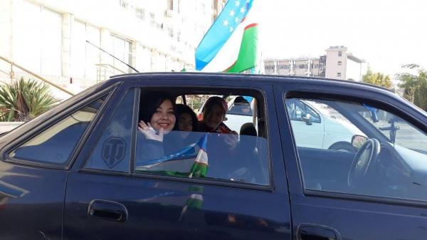 «Водители Намангана» отметили День государственного флага
