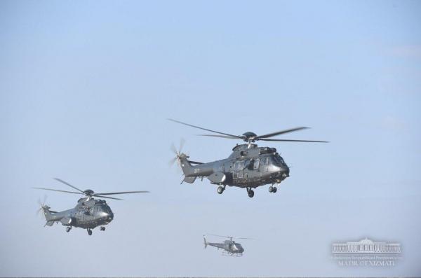 Танки, вертолеты, истребители: Президент понаблюдал за специальными тактическими учениями на полигоне в Чирчике (фото)