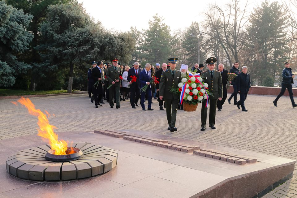 В Ташкенте прошла акция ко Дню Неизвестного Солдата