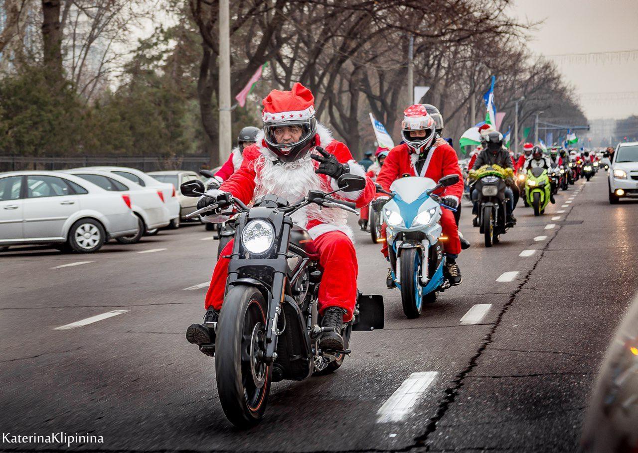Деды Морозы на мотоциклах поздравили ташкентцев с Новым годом