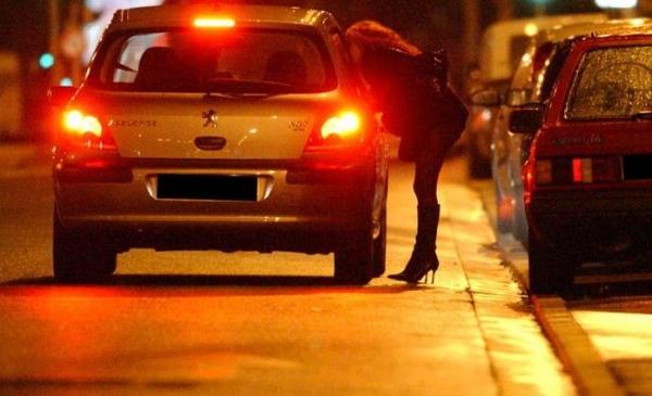 """В ГУВД рассказали о непростой борьбе с проституцией и призвали мужчин не пользоваться услугами """"ночных бабочек"""""""