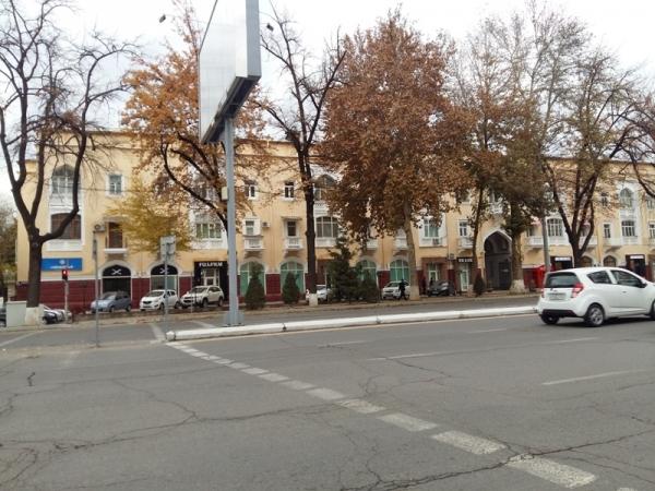 На всех дорогах Ташкента демонтируют разделительные заборы: ГУВД признало их небезопасность (фото)