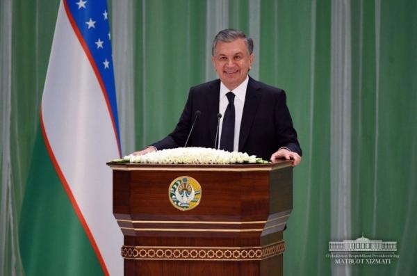 Президент поздравил узбекистанцев с 26-летием принятия Конституции страны