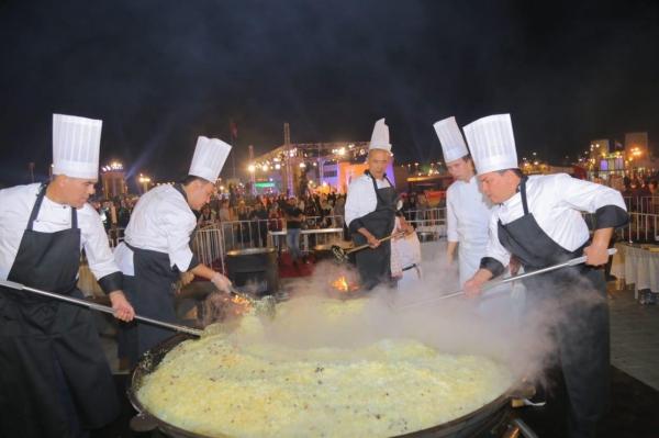 В Абу-Даби узбекские повара накормили пловом 10 000 человек