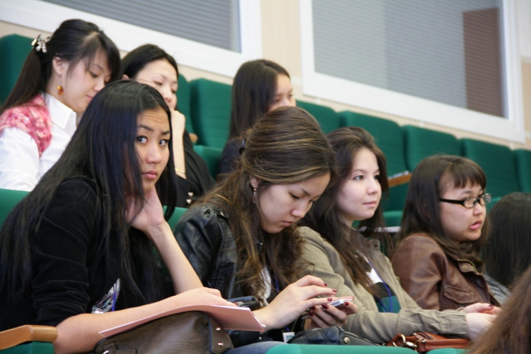 Не менее 4 000 студентов из Узбекистана пройдут обучение за рубежом