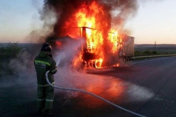 Более 12 тонн ваты сгорело вместе с фурой из Узбекистан на трассе в Казахстане