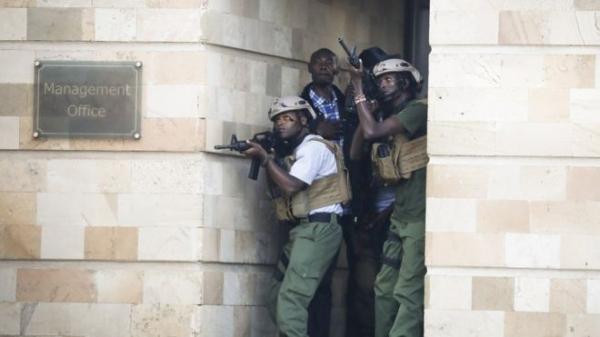 """Боевики """"Аш-Шабаб"""" напали на дорогой отель в Кении, есть жертвы"""