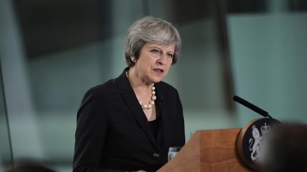 Вотум доверия: Мэй осталась премьером, Британия остается в тупике