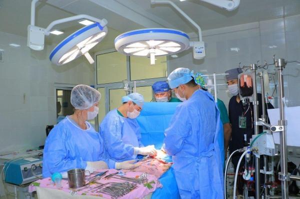 Вернувшиеся из России хирурги провели в Самарканде сложнейшие операции на открытом сердце