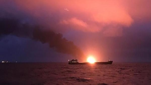 У Керченского пролива загорелись два судна. Погибли 11 человек