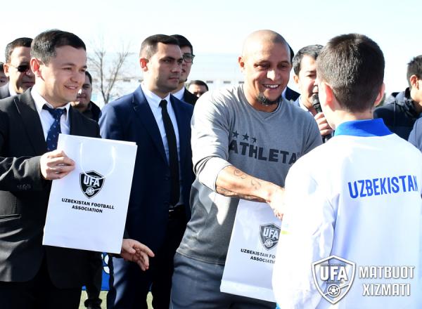 Роберто Карлос прибыл в Ташкент и забил гол в товарищеском матче ветеранов