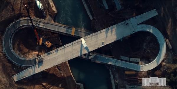Заканчивается строительство первого в стране вантового пешеходного моста (видео)