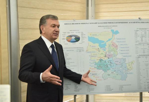 Президент посетил место строительства АЭС в Фаришском районе Джизакской области