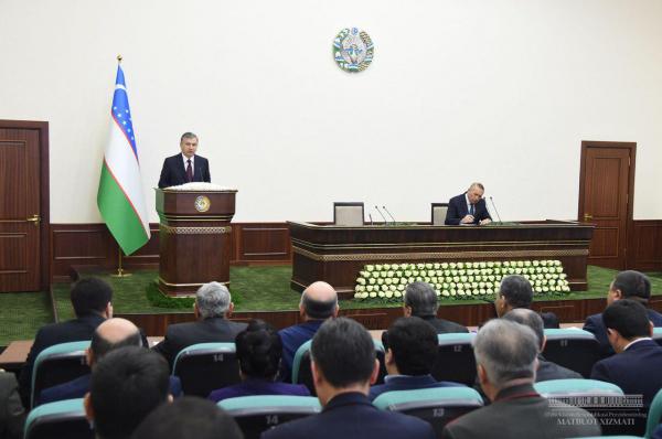 Президент поручил достроить трубопровод и обеспечить питьевой водой Джизакскую область