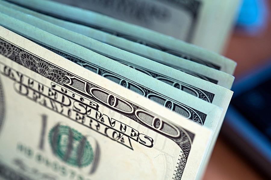 В Ташкенте задержали валютчика, продававшего доллары по безналу