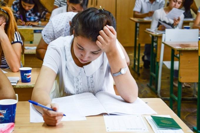 В Узбекистане предлагается взыскивать сбор за участие в тестовых испытаниях при поступлении в вузы
