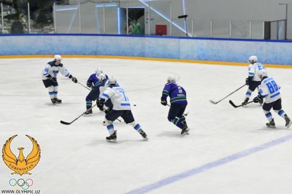 Начался первый чемпионат Узбекистана по хоккею