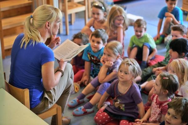 Увеличены зарплаты воспитателей и пособия детям-сиротам, принятым на патронат в семью