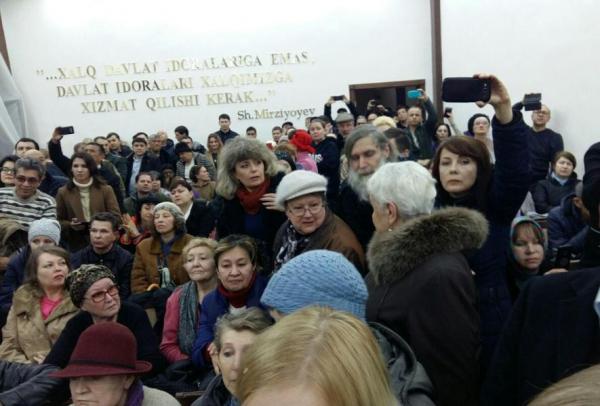 «Спасибо! Вы мне очень помогли», - хоким Ташкента впервые провел встречу с сотнями горожан (видео)