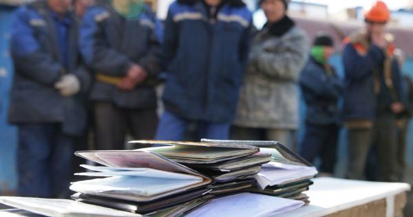 Налоговая служба обнаружила пять с половиной тысяч человек, работающих на предпринимателей нелегально