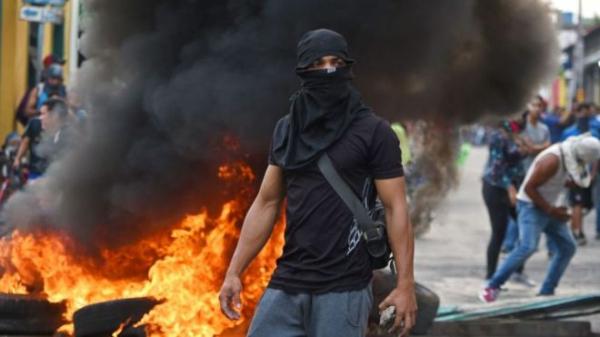 Кризис в Венесуэле: столкновения и гибель людей в приграничных городах