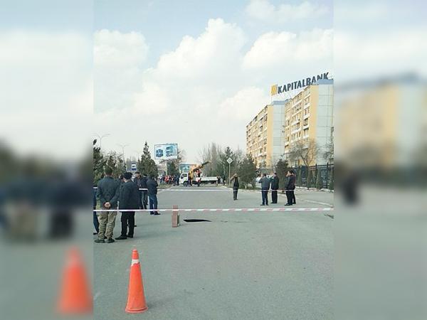 Напротив базара Кадышева перекрыли дорогу