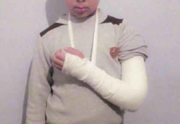 За нарушение дисциплины учитель ударил пятиклассника указкой