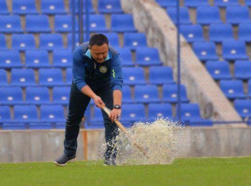 Стадион «Пахтакор» затопило прямо во время матча с иракской командой