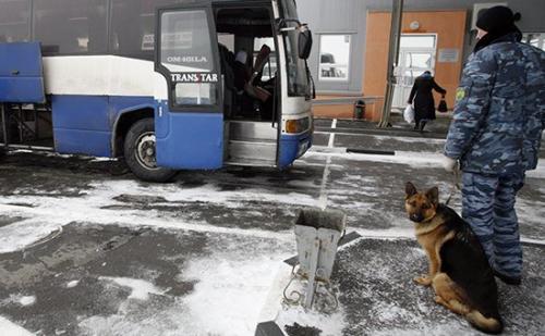 Двое узбекистанцев незаконно пересекли границу с Россией в багажнике автобуса