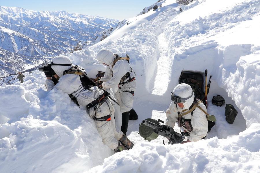 Военнослужащие Минобороны примерили на себя роль альпийских стрелков (фото)
