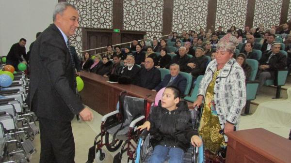В Самарканде более 300 людей с инвалидностью получили средства реабилитации