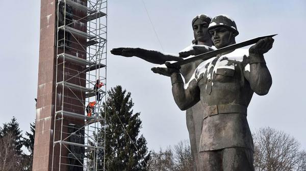 Во Львове снесли монумент славы в честь погибших в годы ВОВ