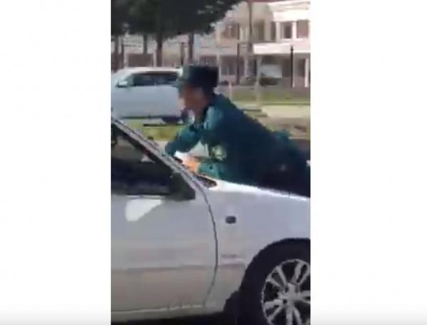 "Водитель ""Нексии"" прокатил инспектора ДПС на капоте (видео)"