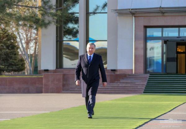 Шавкат Мирзиёев прибыл в Навои с рабочим визитом