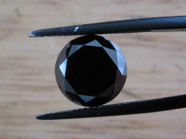 В Ташкенте под видом бриллиантов женщине продали обычные камни за 15 тысяч долларов