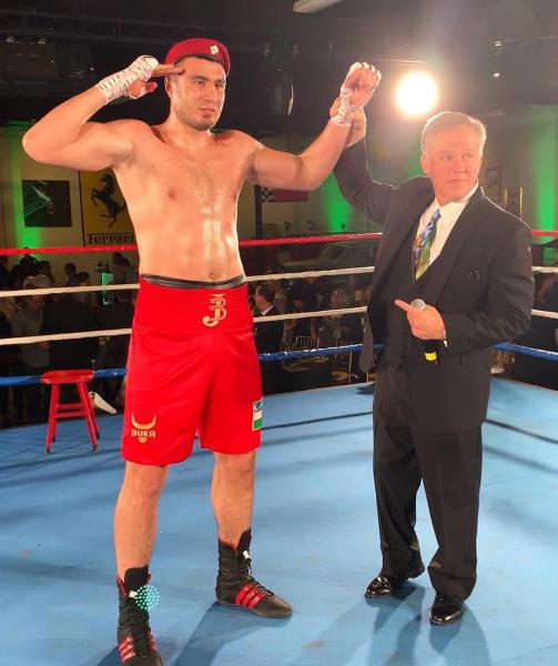 Американский боксер Уилли Харвей продержался против Баходира Джалолова только два раунда (видео)
