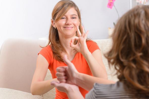 При МЧС создадут диспетчерскую службу для людей с проблемами слуха и речи
