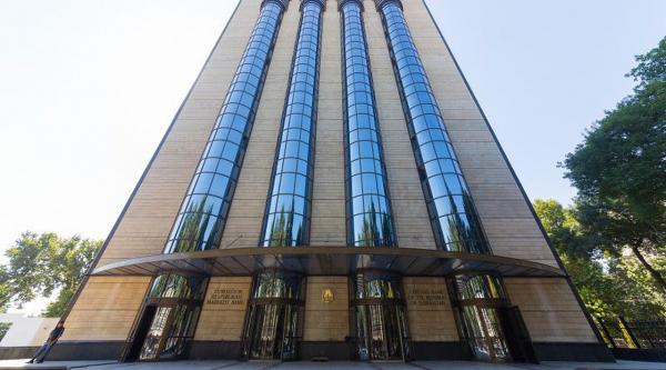 Центробанк отстранил девять банков от участия в торгах валютной биржи из-за систематических нарушений