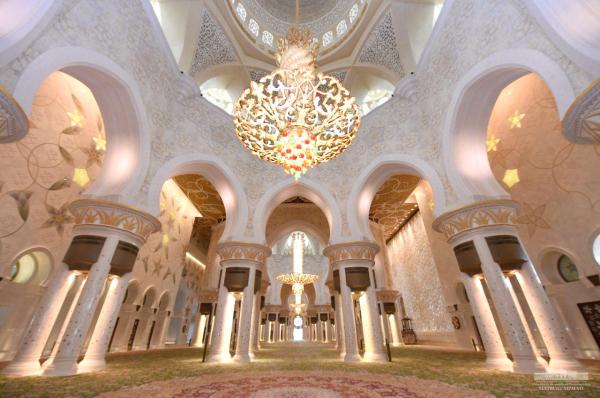 Шавкат Мирзиёев в ОАЭ: Президент посетил мавзолей Шейха Заида и провел встречу с министром внутренних дел (фото)