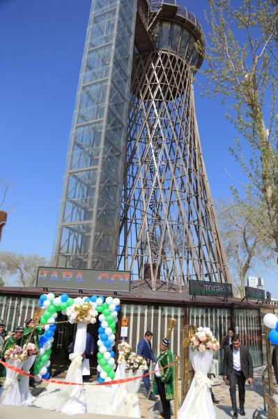 92-летняя водонапорная башня «Кружевной автограф» превратилась в туристический объект Bukhara Tower