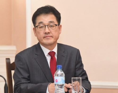 Нового замминистра здравоохранения Донгвука Ли представили коллегам