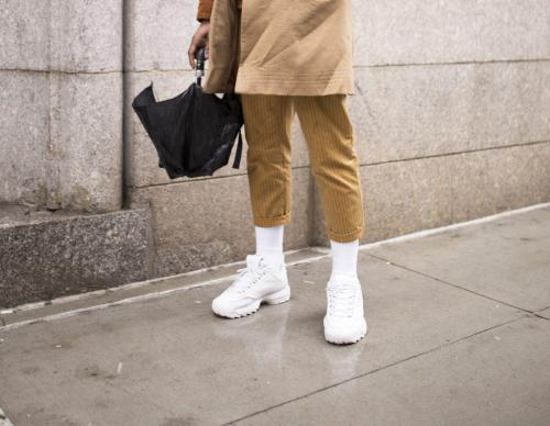 Какие выбрать носки к белым кроссовкам?